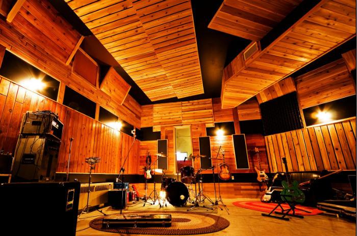 Phòng thu Drums của bạn được bao nhiêu phần so với căn phòng này?