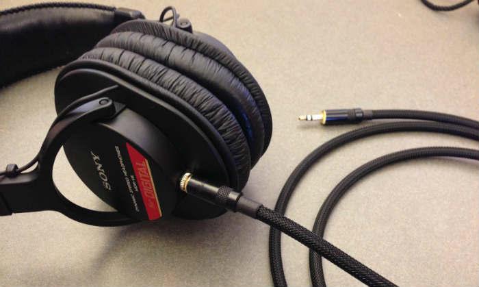 Sony V6 Closed-Back sẽ giúp bạn vừa thu âm tiện lợi vừa mix nhạc tốt