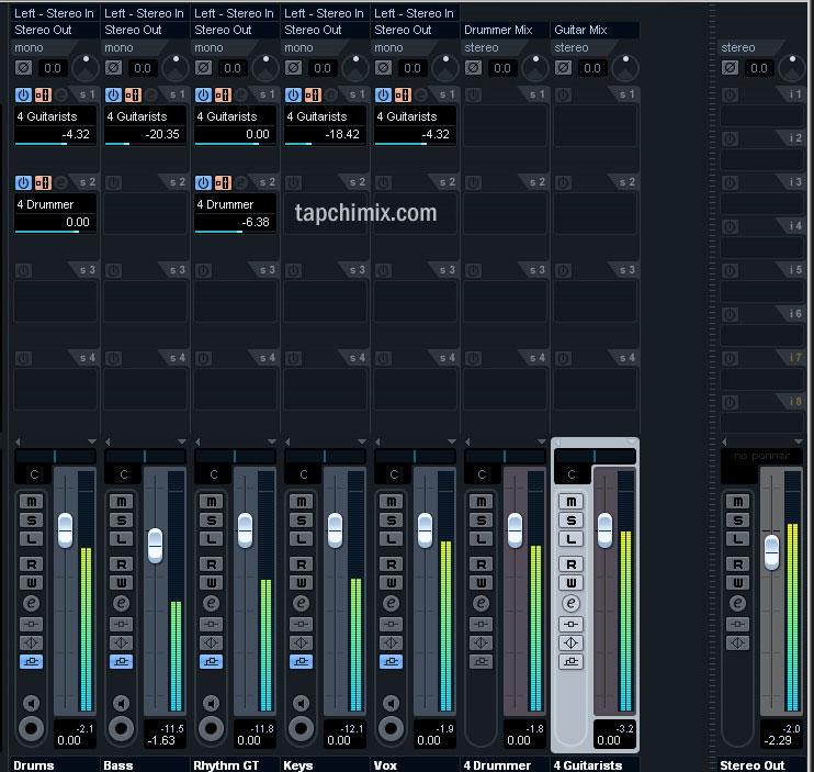 2 Headphone Mix độc lập dành cho Drummer và Guitarist. Drummer chỉ cẩn nghe tiếng của mình và Guitar. Còn guitarist thì nghe tất.