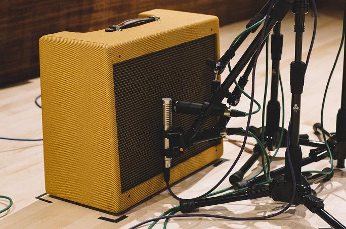 Thu electric guitar sử dụng 2 mic SM57 và Royer R-121